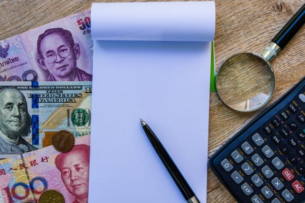 https://www.freepik.es/fotos-premium/vacie-el-cuaderno-en-blanco-con-los-billetes-de-banco-y-la-calculadora-internacionales-coloridos_2419263.htm